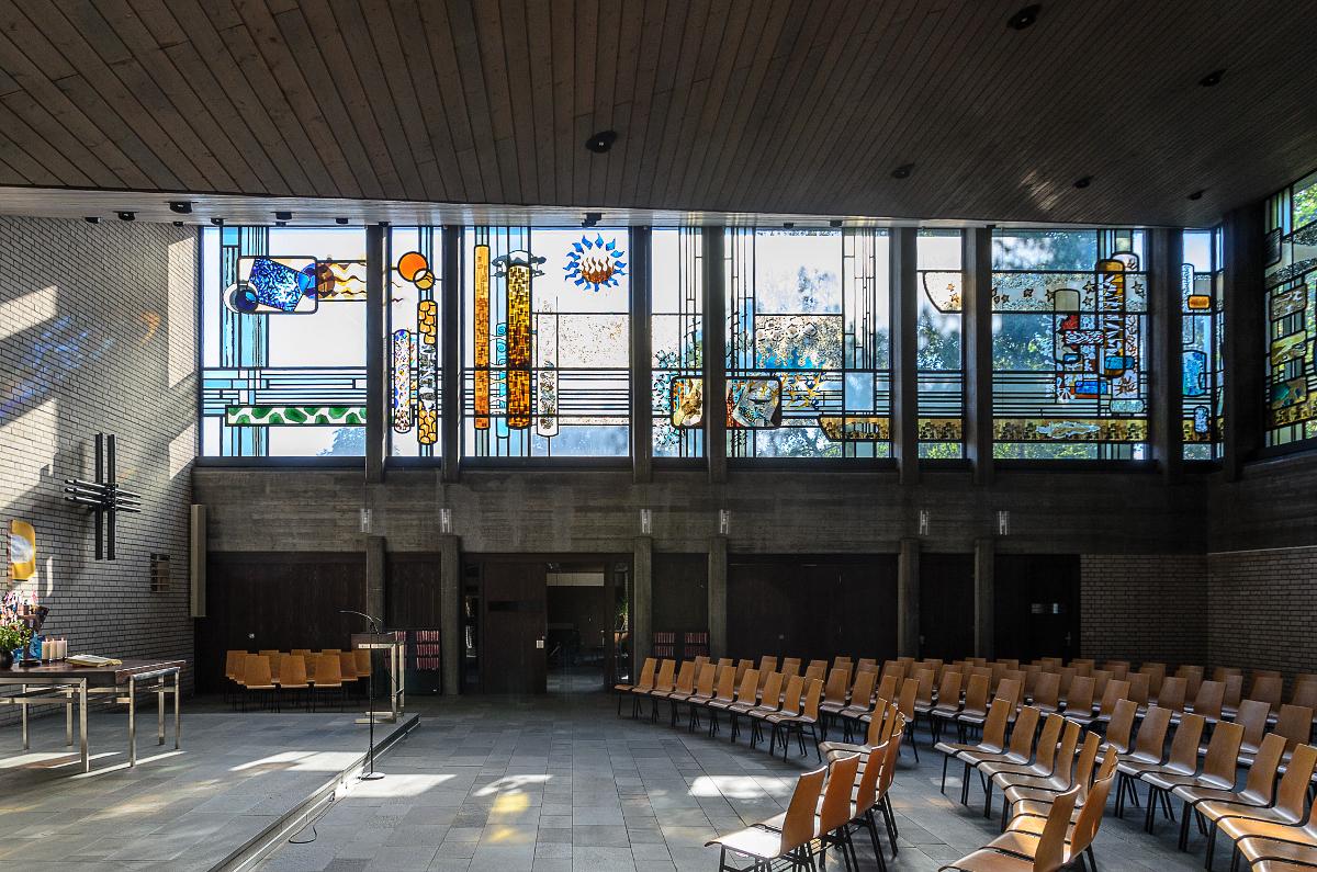 Lukaskirche Fensterreihe