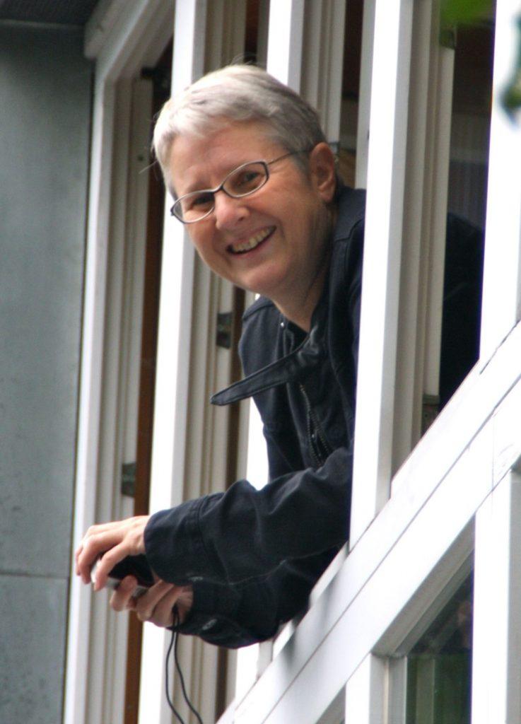 Annette Wittelsbürger am Fenster