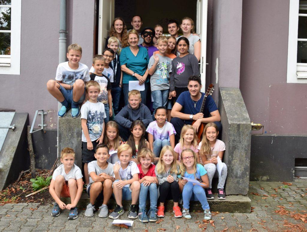 Gruppenbild mit Kindern