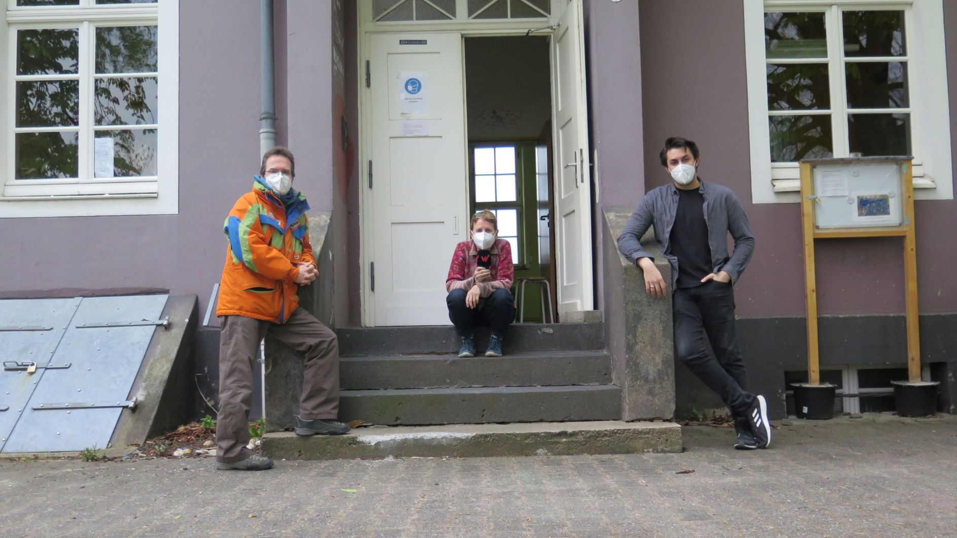 Annette Wittelsbürger im Eingang der Alten Schule
